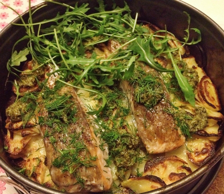 Zalm met aardappels en pesto